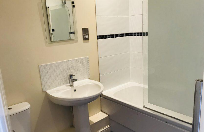 Flat 2 275 Fulwood Road - bathroom