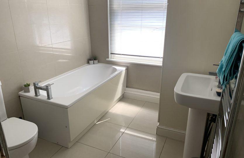 43 Wayland Road - bathroom shared