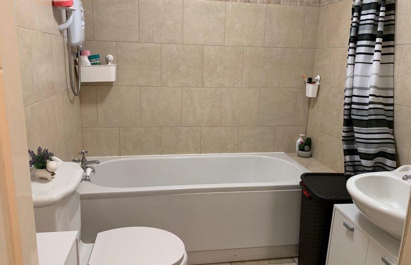 76b Ranmoor Road - bathroom