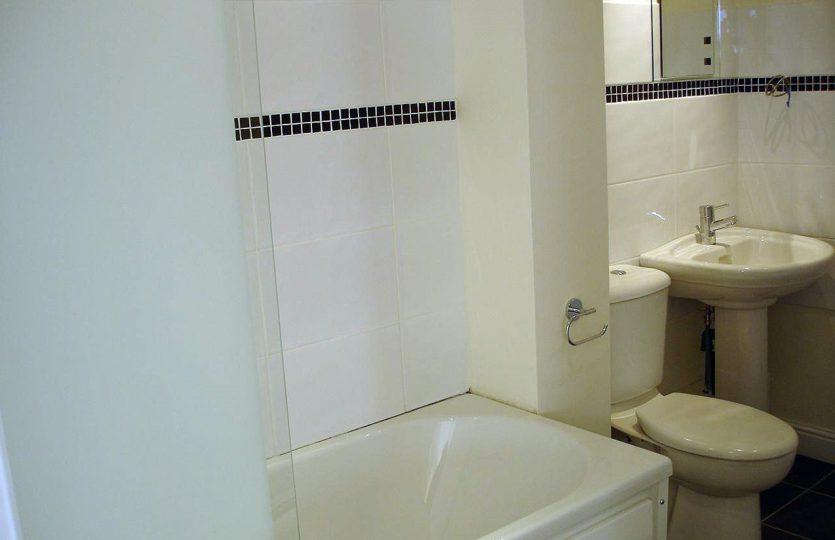 Flat 3, 275 Fulwood Road - bathroom