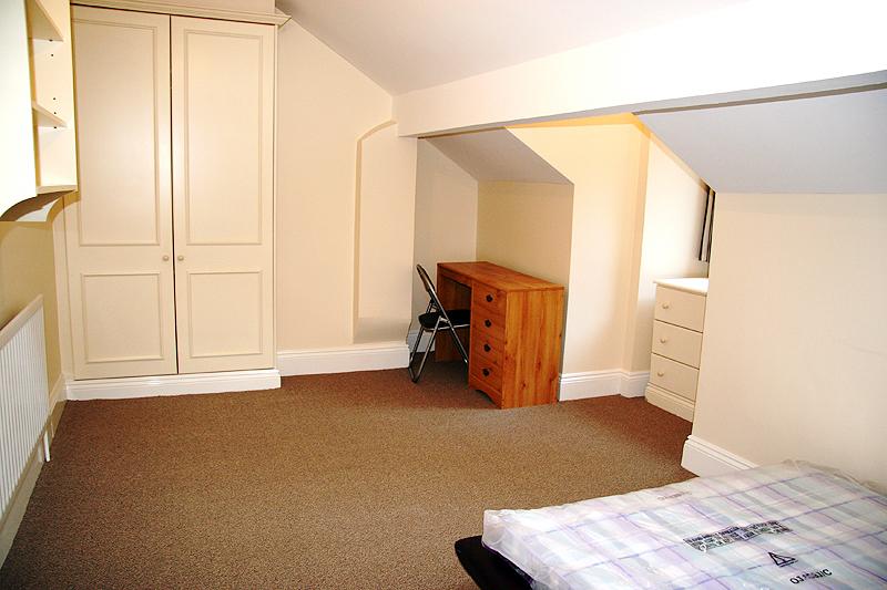 53 Sheldon Road - bedroom - shared